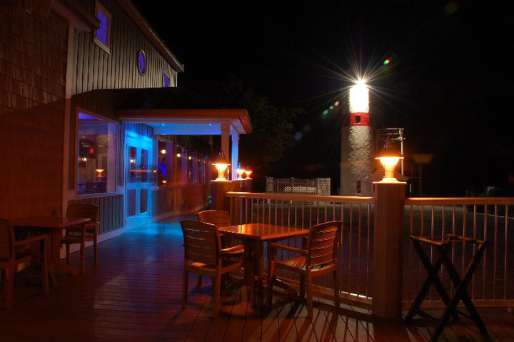 pic-lake-front-restaurant-deck-night